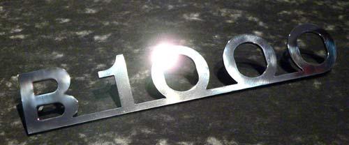 Edelstahl-Schriftzug poliert --B1000-- für Barkas B1000 mit Gewindebolzen